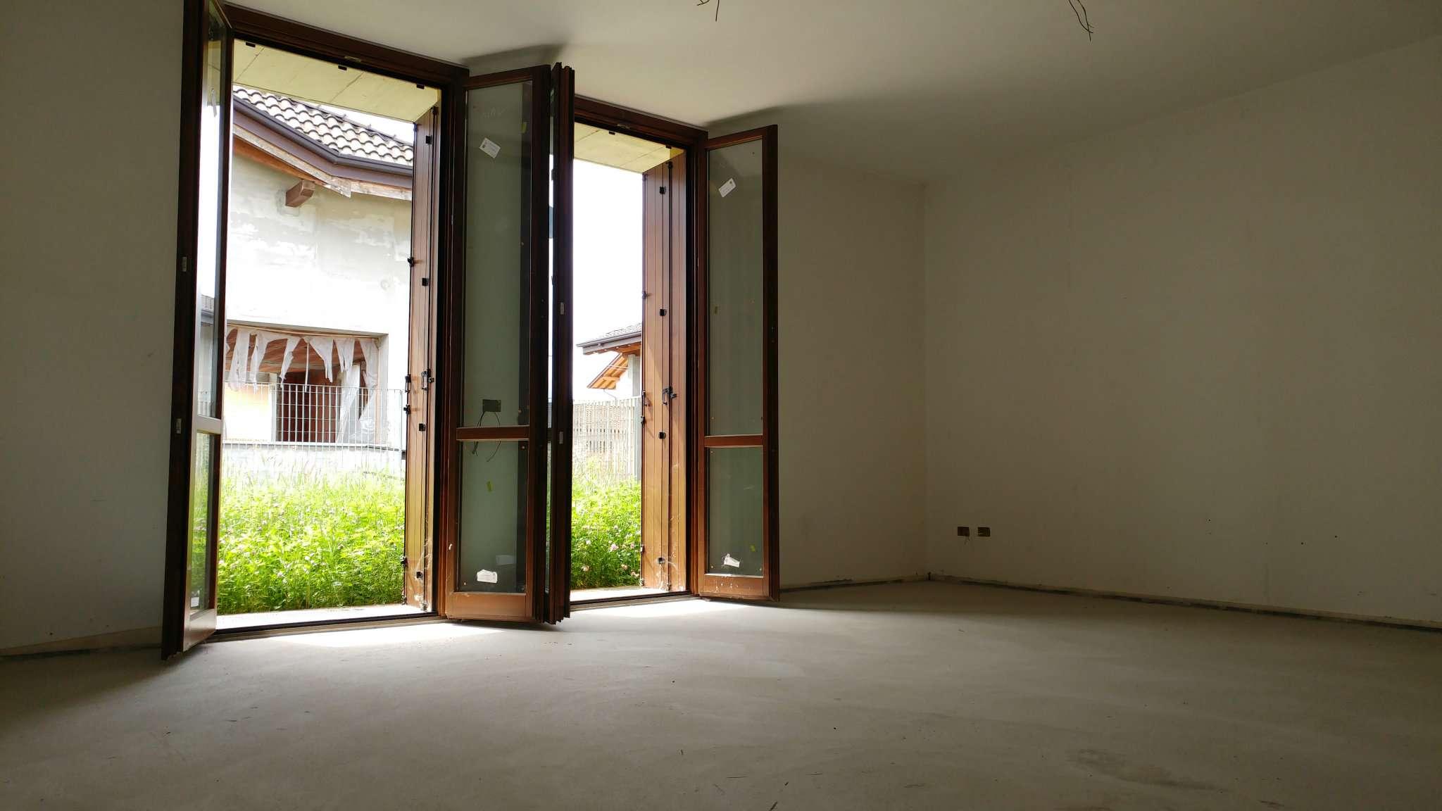 Soluzione Indipendente in vendita a Cairate, 4 locali, prezzo € 300.000 | CambioCasa.it