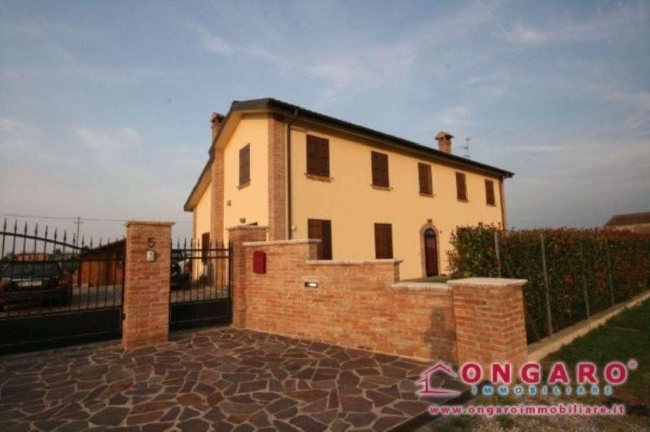 Villa in vendita a Copparo, 6 locali, prezzo € 350.000 | Cambio Casa.it