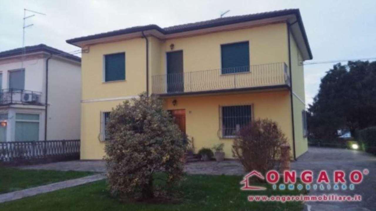 Villa in vendita a Copparo, 9 locali, prezzo € 250.000 | Cambio Casa.it