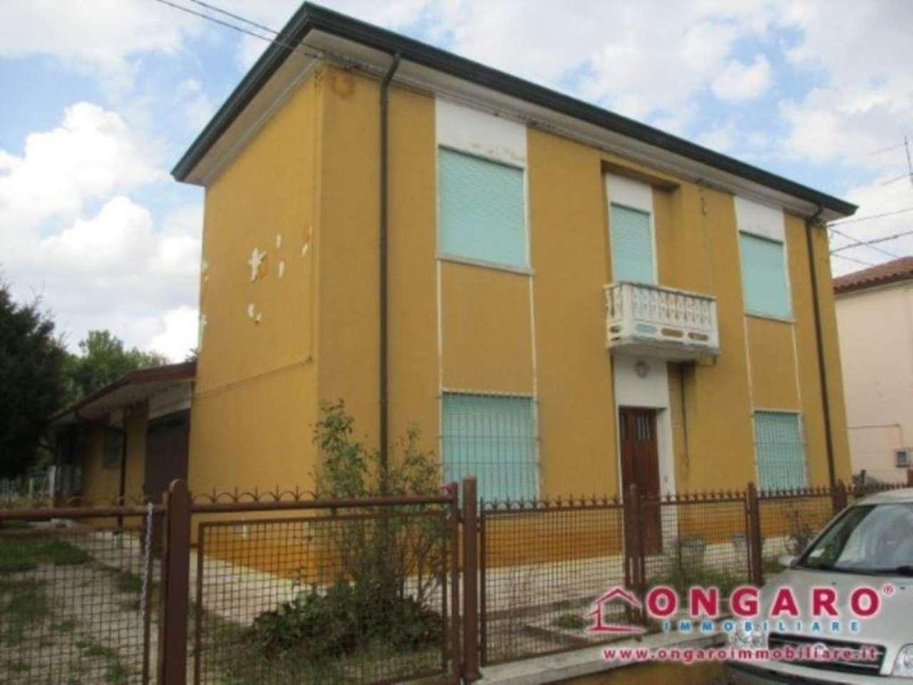 Villa in vendita a Copparo, 6 locali, prezzo € 180.000 | Cambio Casa.it