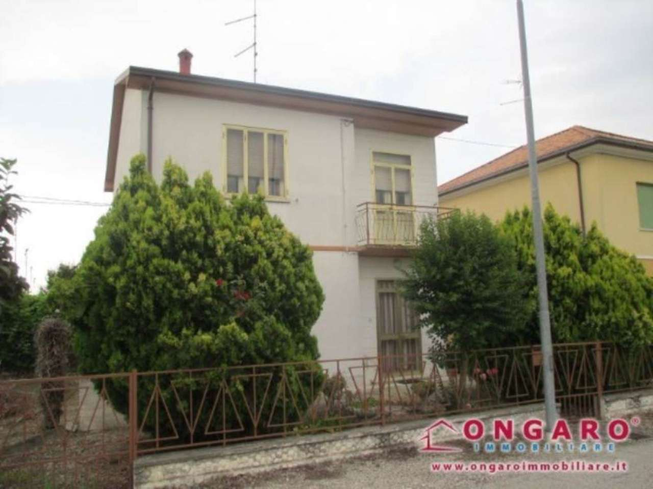Villa in vendita a Copparo, 6 locali, prezzo € 65.000 | Cambio Casa.it
