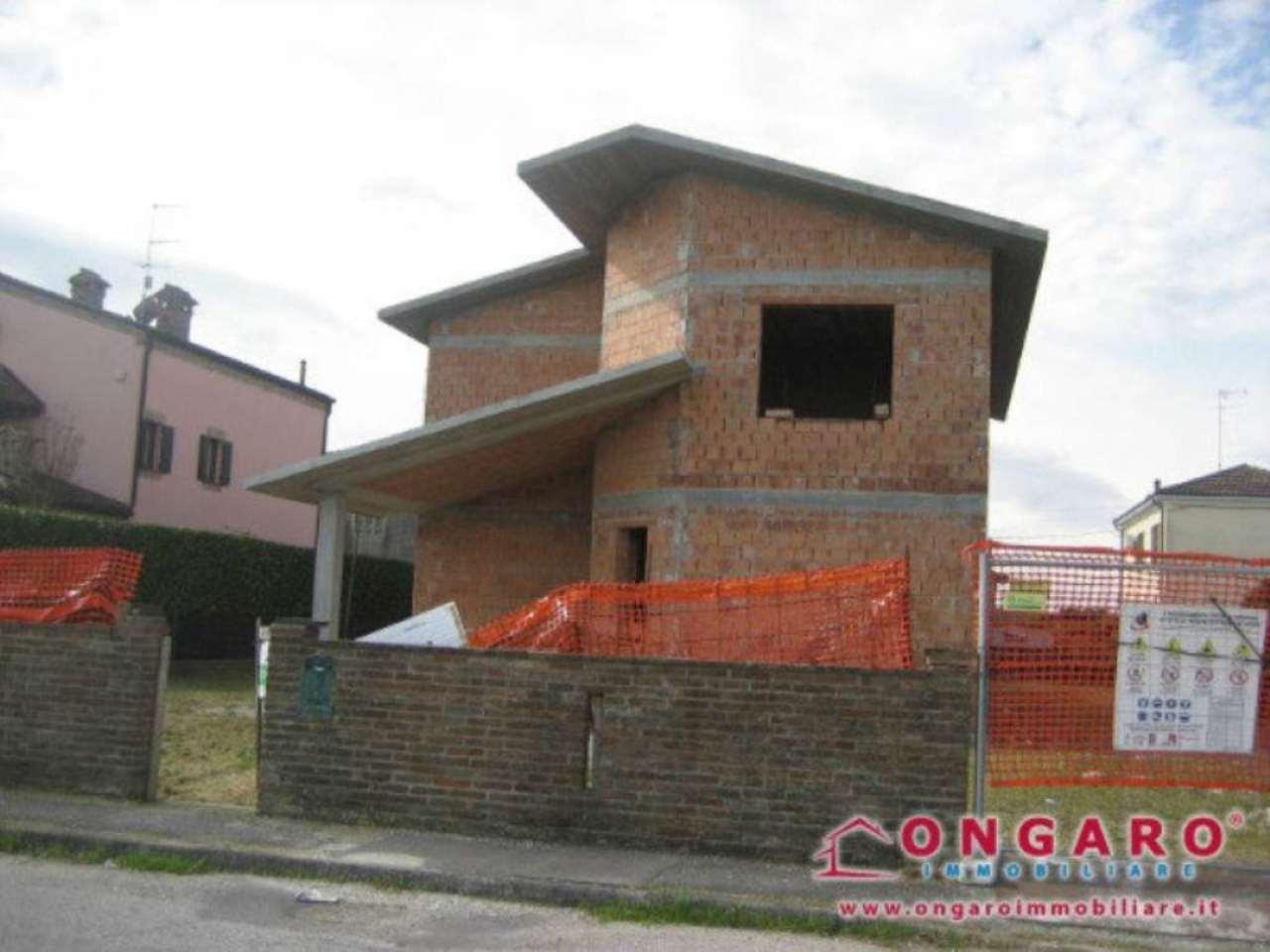 Villa in vendita a Ro, 8 locali, prezzo € 140.000 | Cambio Casa.it