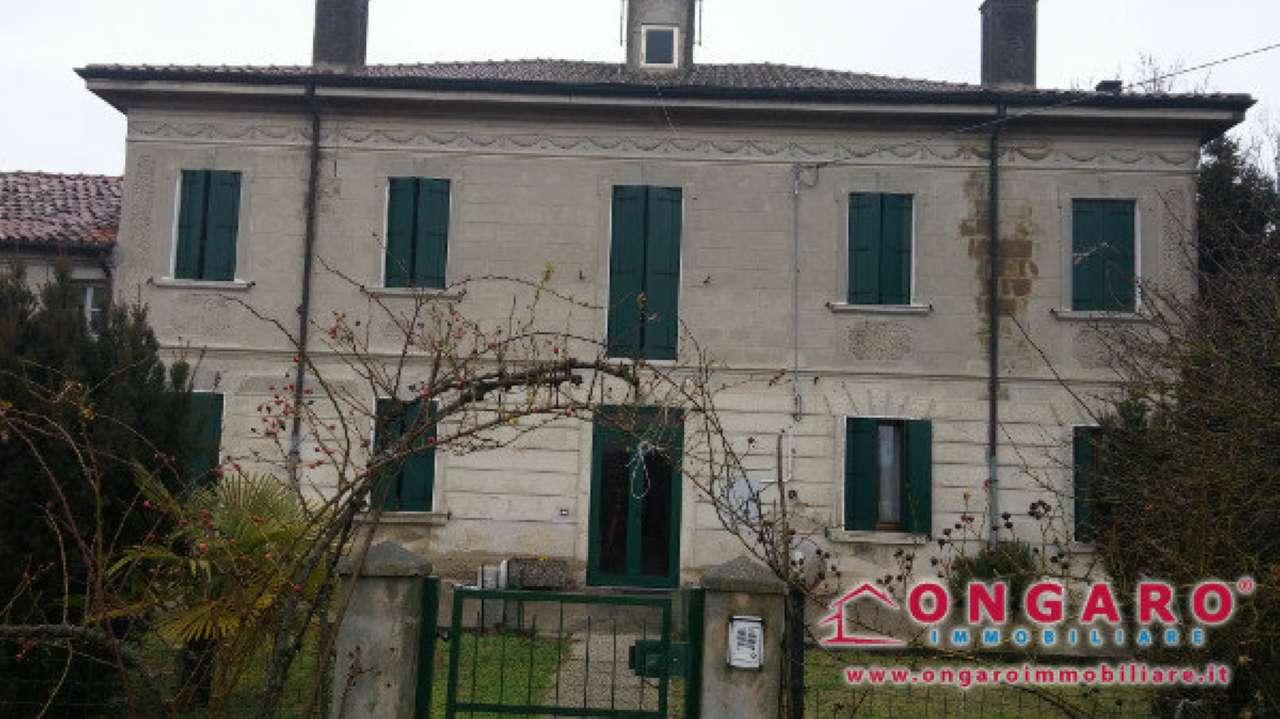 Soluzione Indipendente in vendita a Ro, 16 locali, prezzo € 280.000 | Cambio Casa.it