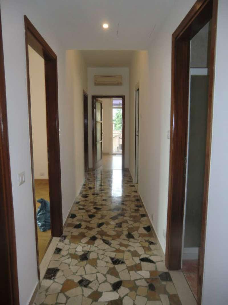 Appartamento in affitto a Padova, 4 locali, zona Zona: 1 . Centro, prezzo € 900 | Cambio Casa.it