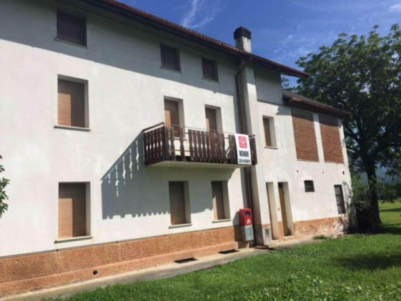 Soluzione Indipendente in vendita a Belluno, 13 locali, prezzo € 240.000 | Cambio Casa.it