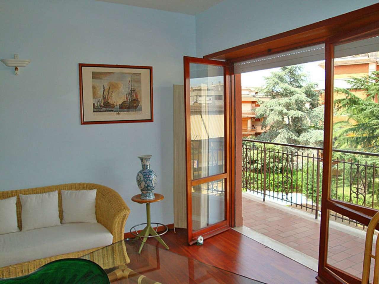 Appartamento in vendita a Sabaudia, 6 locali, prezzo € 195.000 | CambioCasa.it