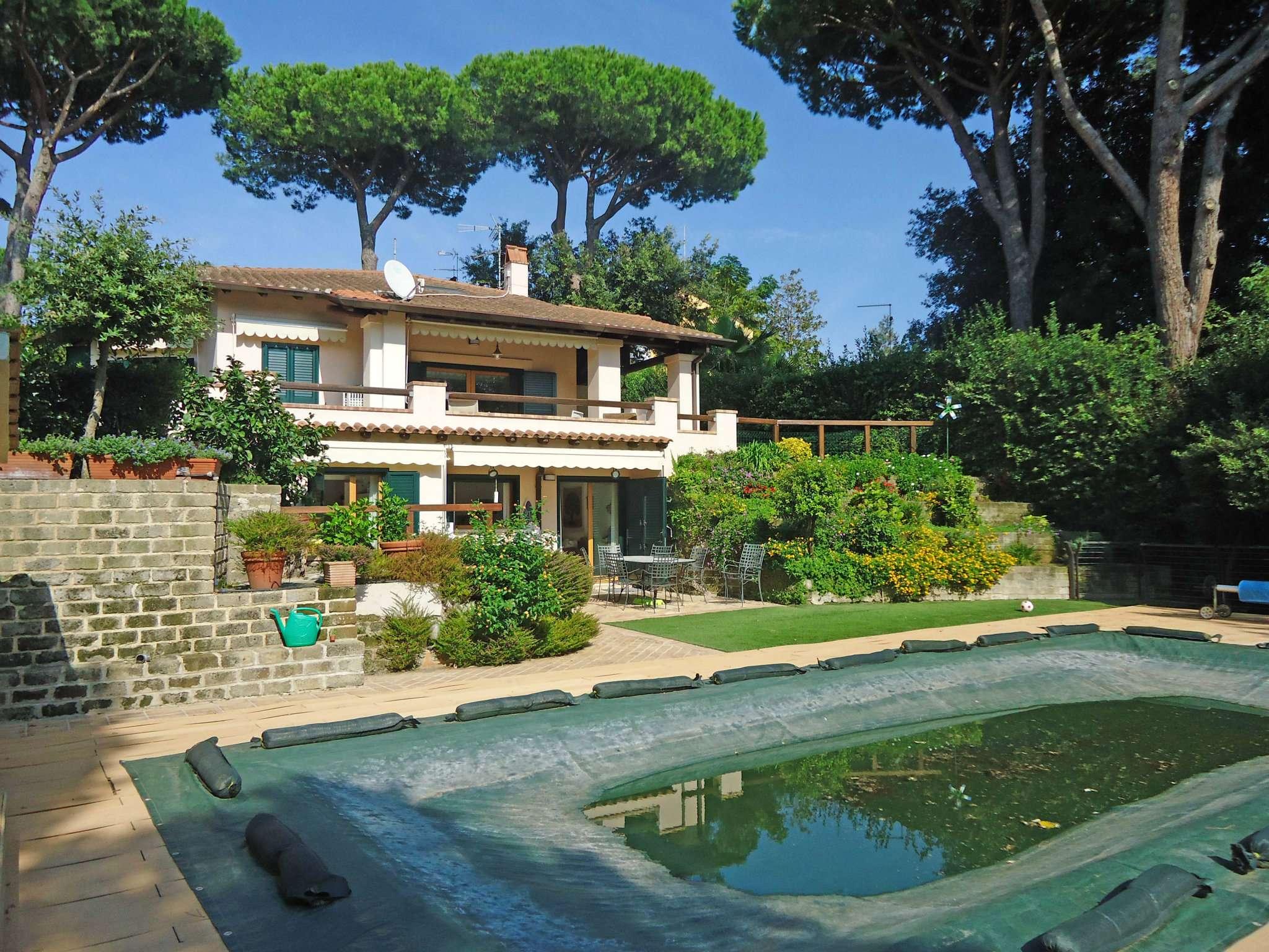 Villa Di Charme Con Piscina Sul Lago In Posizione Centrale Iodice Immobiliare Srl