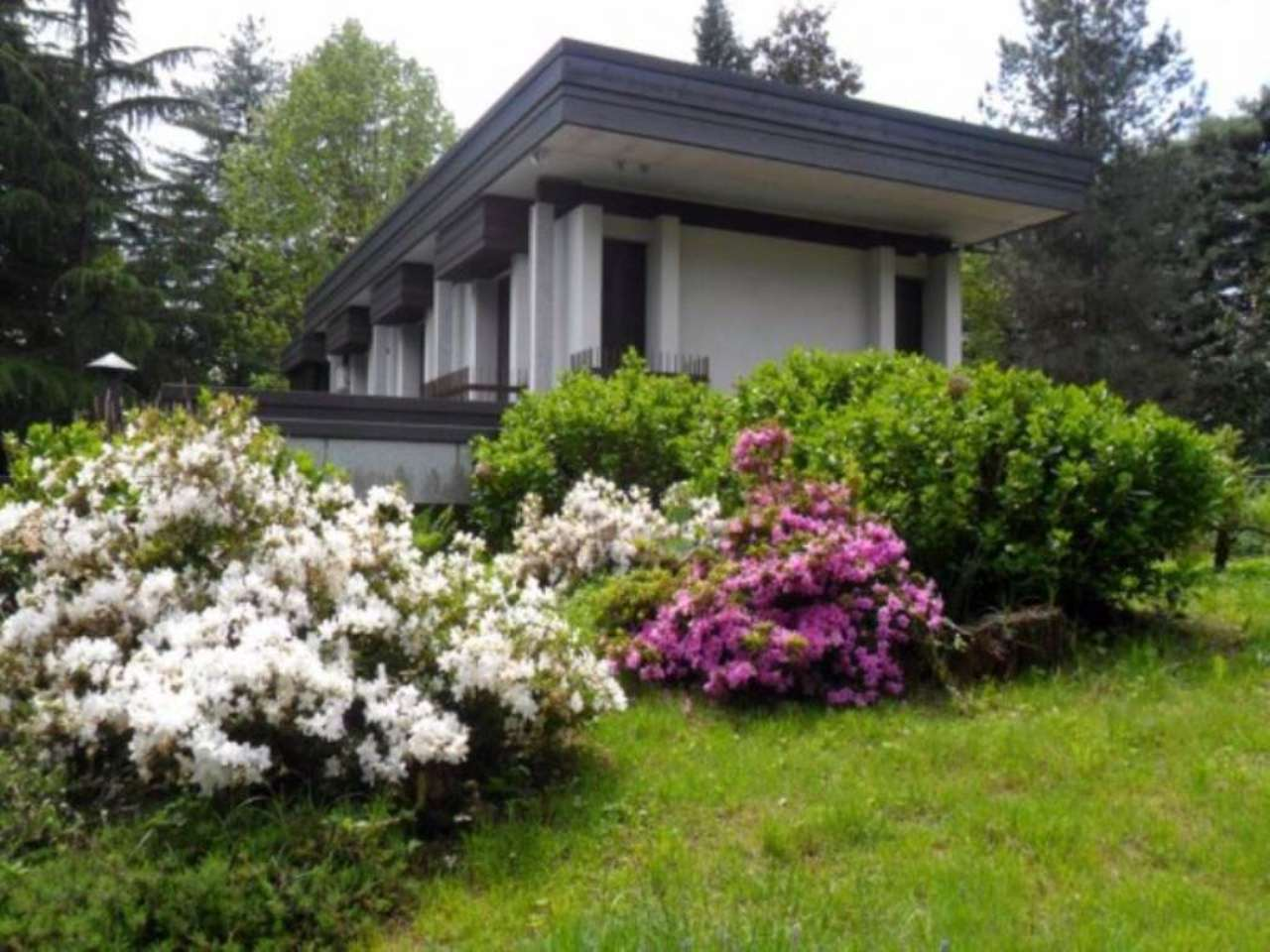 Villa in vendita a Angera, 6 locali, Trattative riservate | Cambio Casa.it