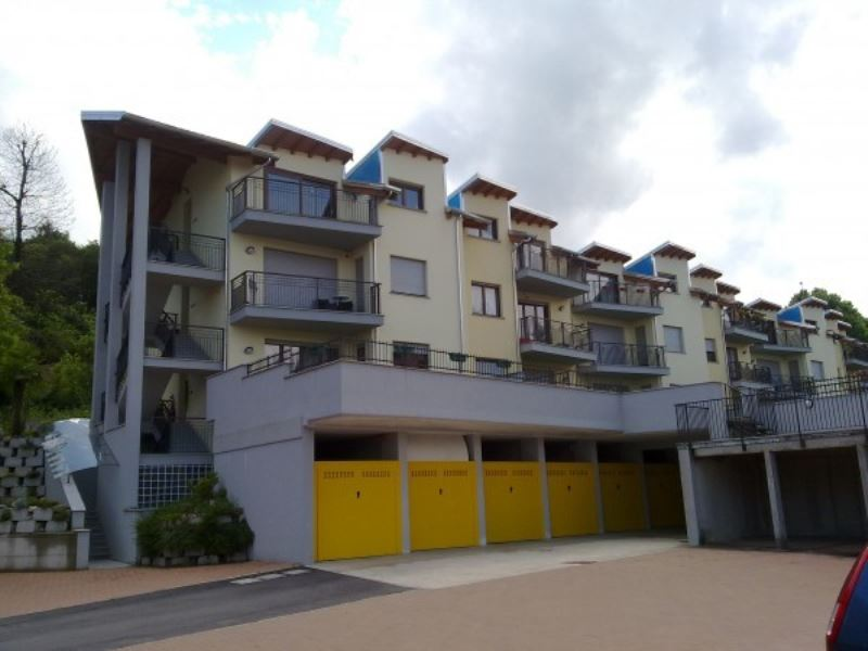 Appartamento in affitto a Cadegliano-Viconago, 3 locali, prezzo € 700 | CambioCasa.it
