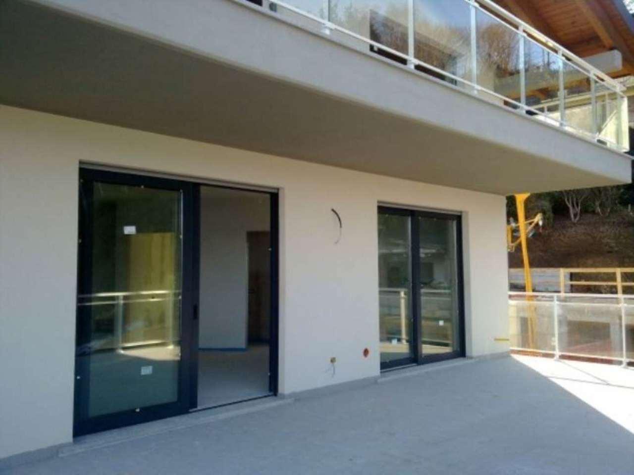 Appartamento in vendita a Leggiuno, 4 locali, prezzo € 470.000 | Cambio Casa.it