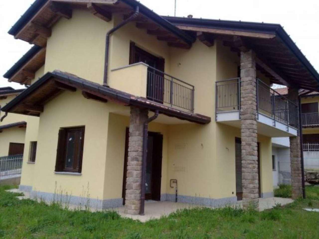 Villa in vendita a Cocquio-Trevisago, 4 locali, prezzo € 298.000   CambioCasa.it