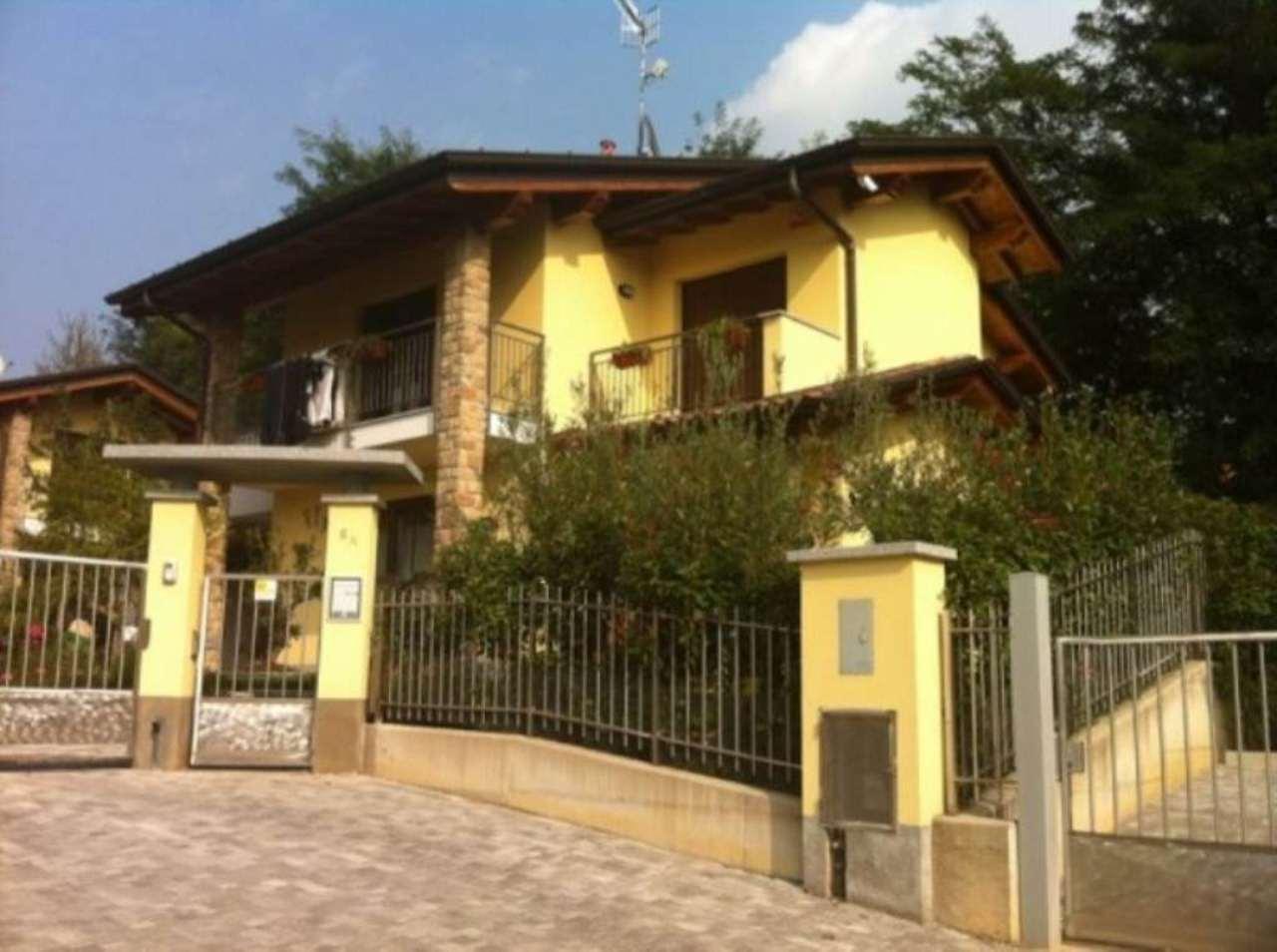 Villa in vendita a Cocquio-Trevisago, 5 locali, prezzo € 285.000 | Cambio Casa.it