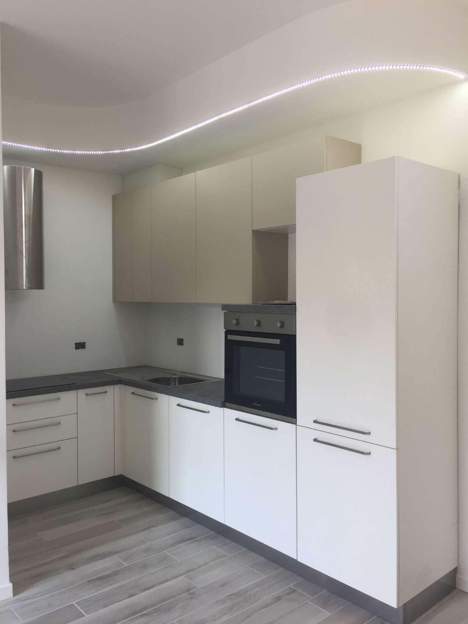 Appartamento in affitto a Gazzada Schianno, 2 locali, prezzo € 550 | CambioCasa.it