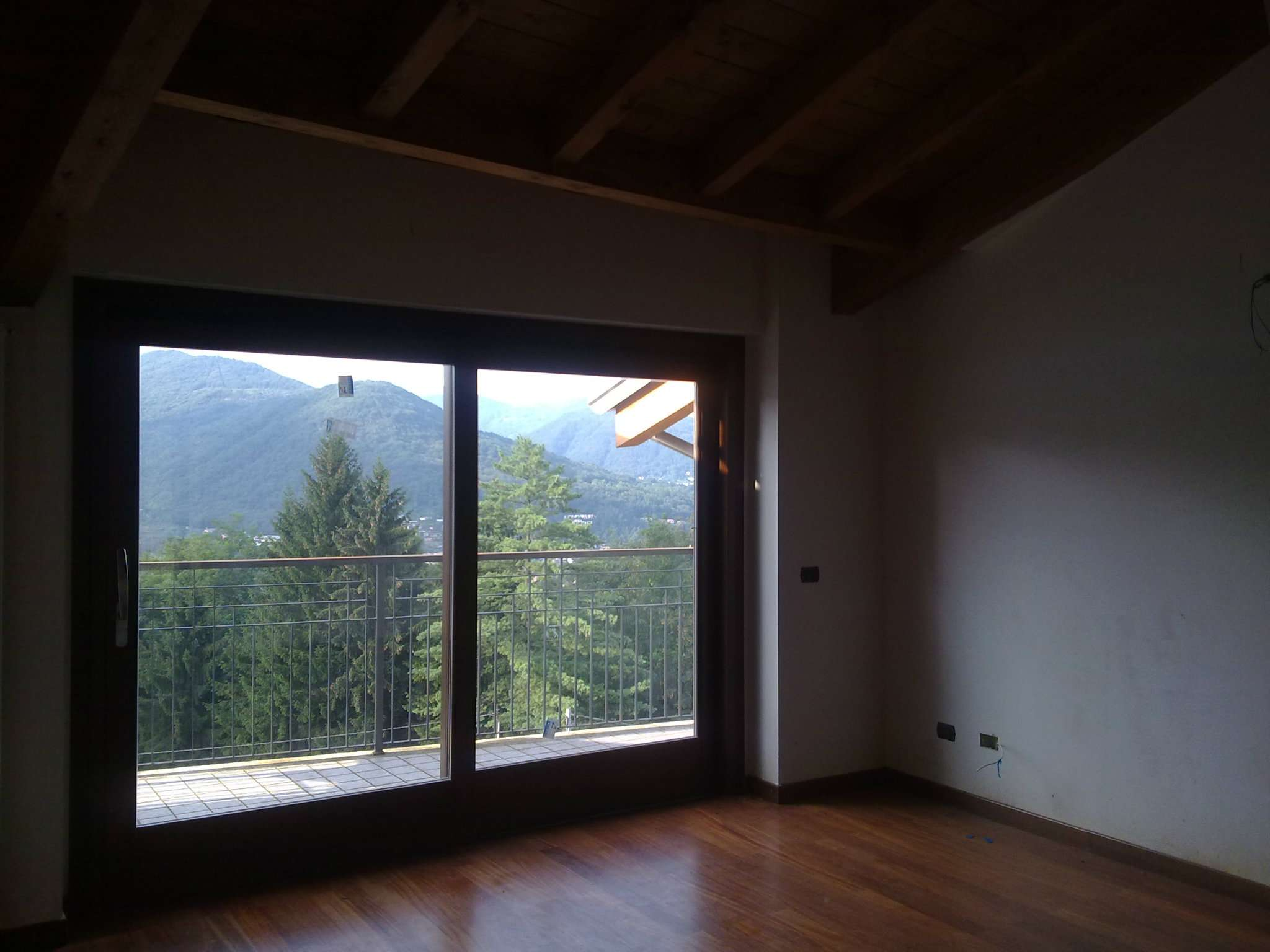 Appartamento in vendita a Cadegliano-Viconago, 3 locali, prezzo € 149.000 | CambioCasa.it