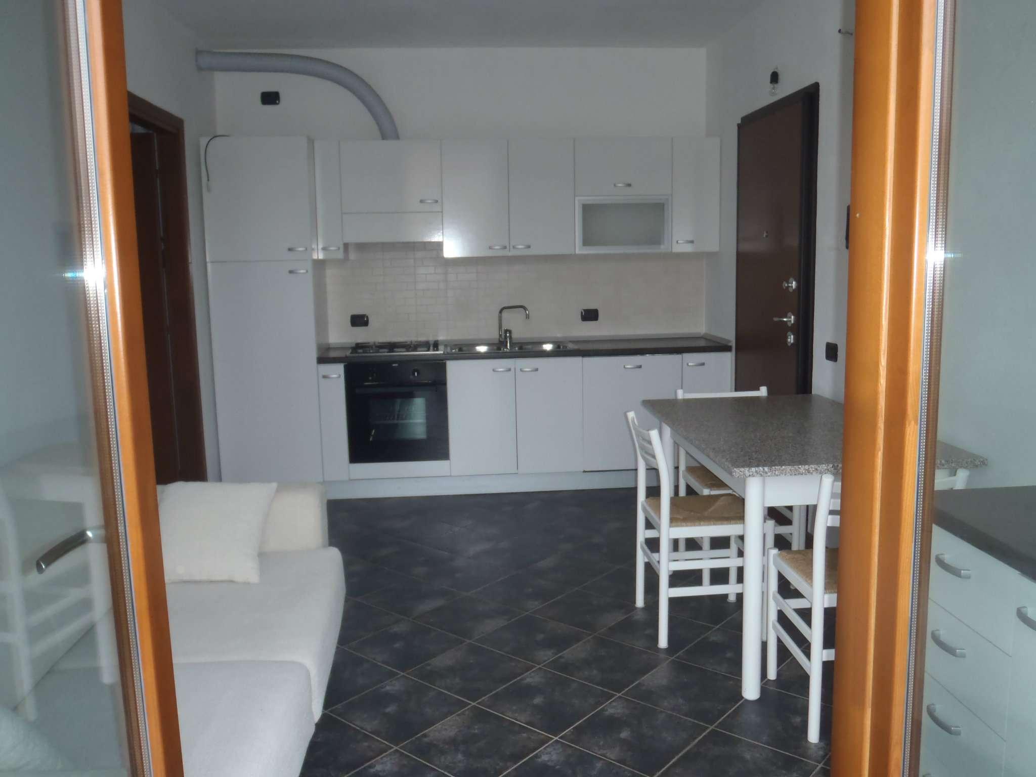 Appartamento in affitto a Varano Borghi, 2 locali, prezzo € 500 | CambioCasa.it