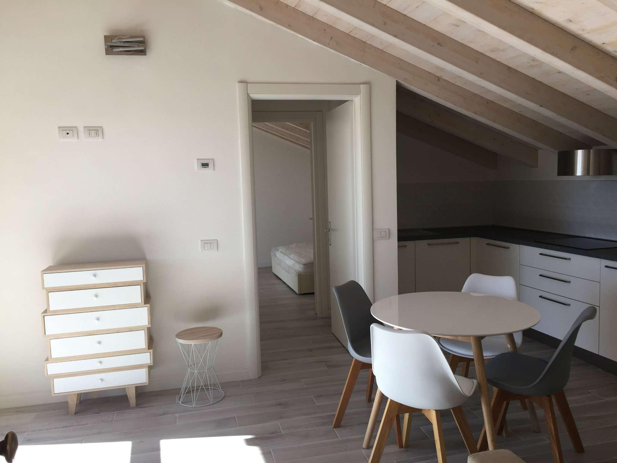 Appartamento in affitto a Gazzada Schianno, 2 locali, prezzo € 580 | CambioCasa.it