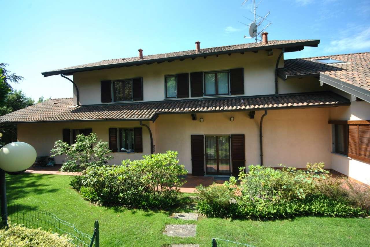 Villa in vendita a Luvinate, 10 locali, Trattative riservate | Cambio Casa.it