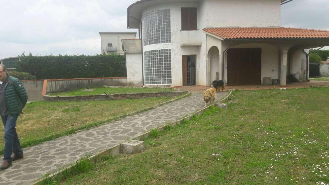 Villa in vendita a Poggio a Caiano, 12 locali, Trattative riservate | CambioCasa.it