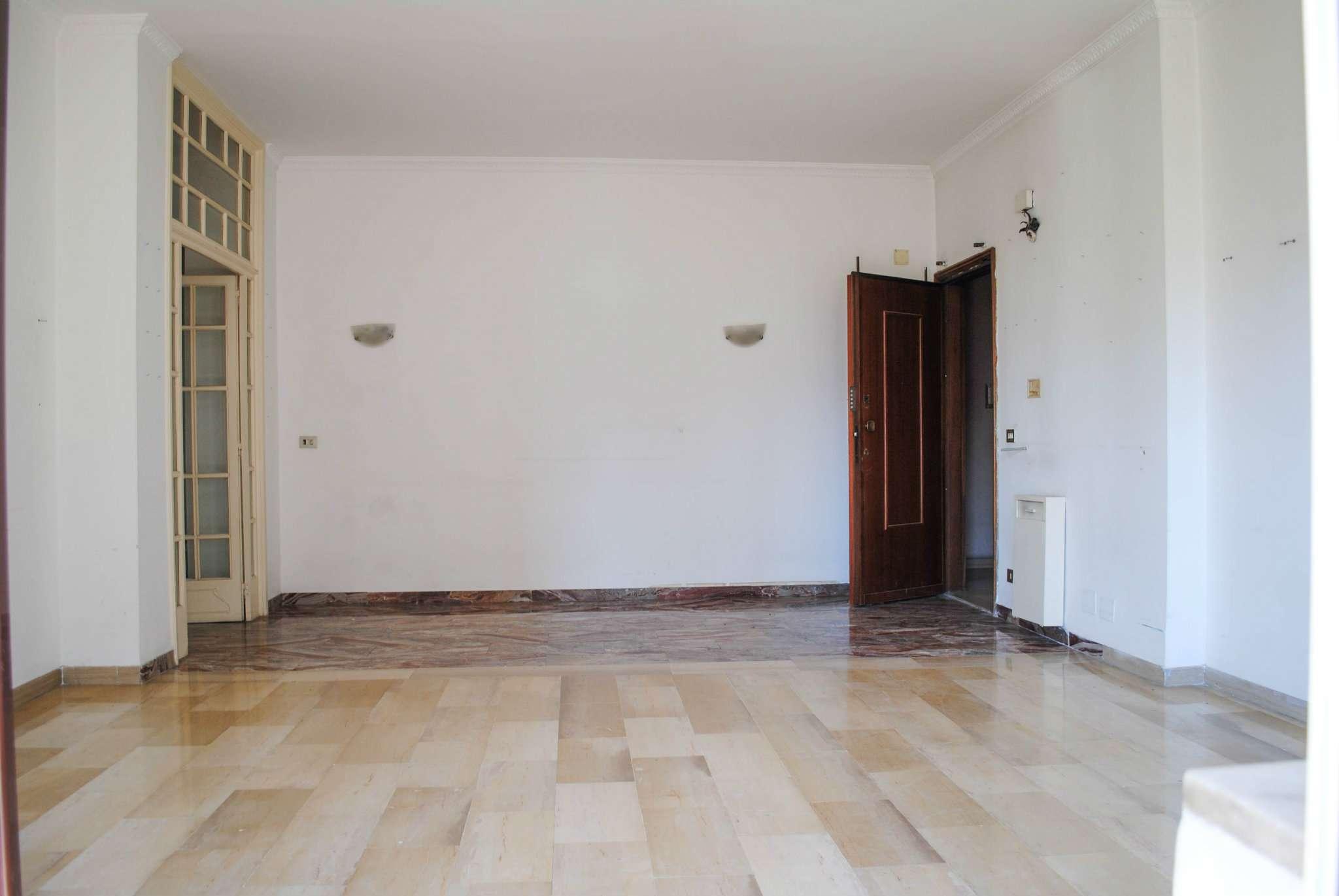 Appartamento in affitto a Moncalieri, 4 locali, prezzo € 600 | CambioCasa.it