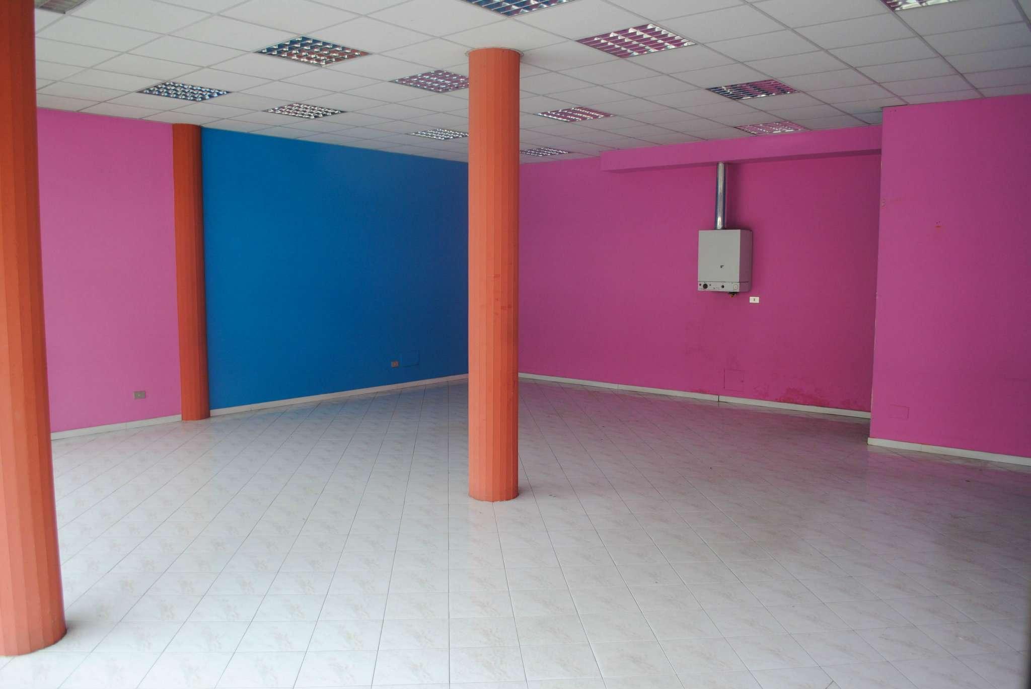 Immagine immobiliare LOCALE COMMERCIALE Grugliasco: Via Carolina SpannaUbicato all'interno del centro commerciale
