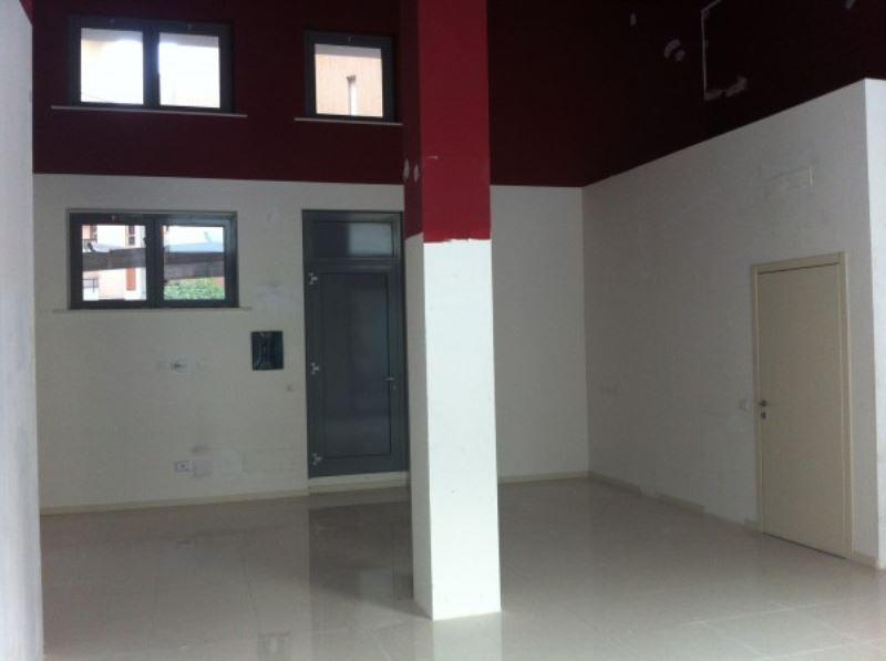 Negozio / Locale in affitto a Seregno, 1 locali, prezzo € 1.600 | Cambio Casa.it