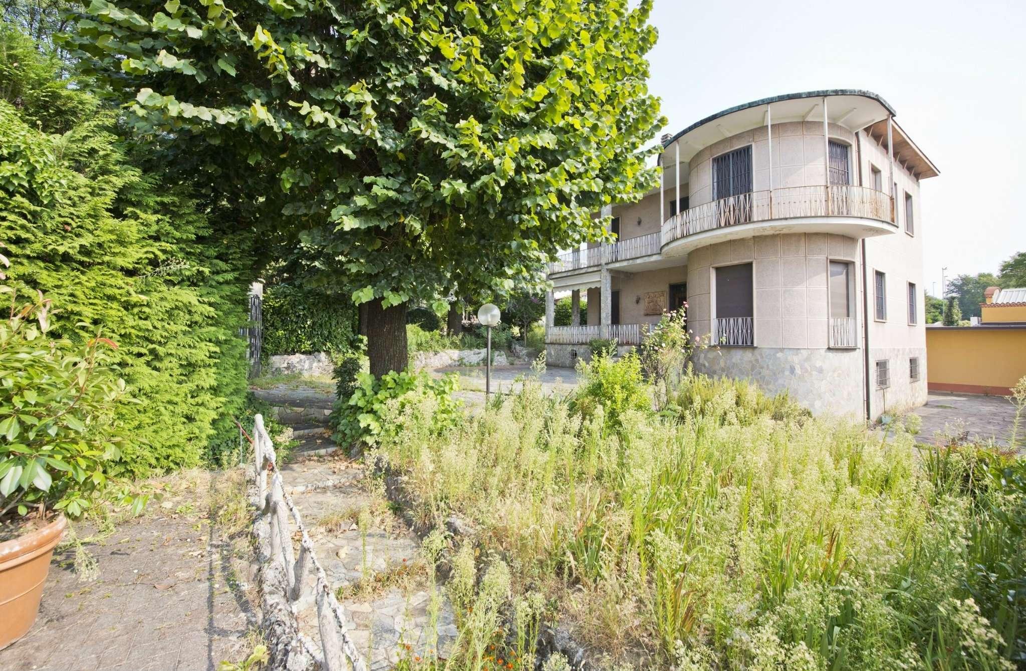 Villa in vendita a Carate Brianza, 18 locali, prezzo € 450.000   Cambio Casa.it