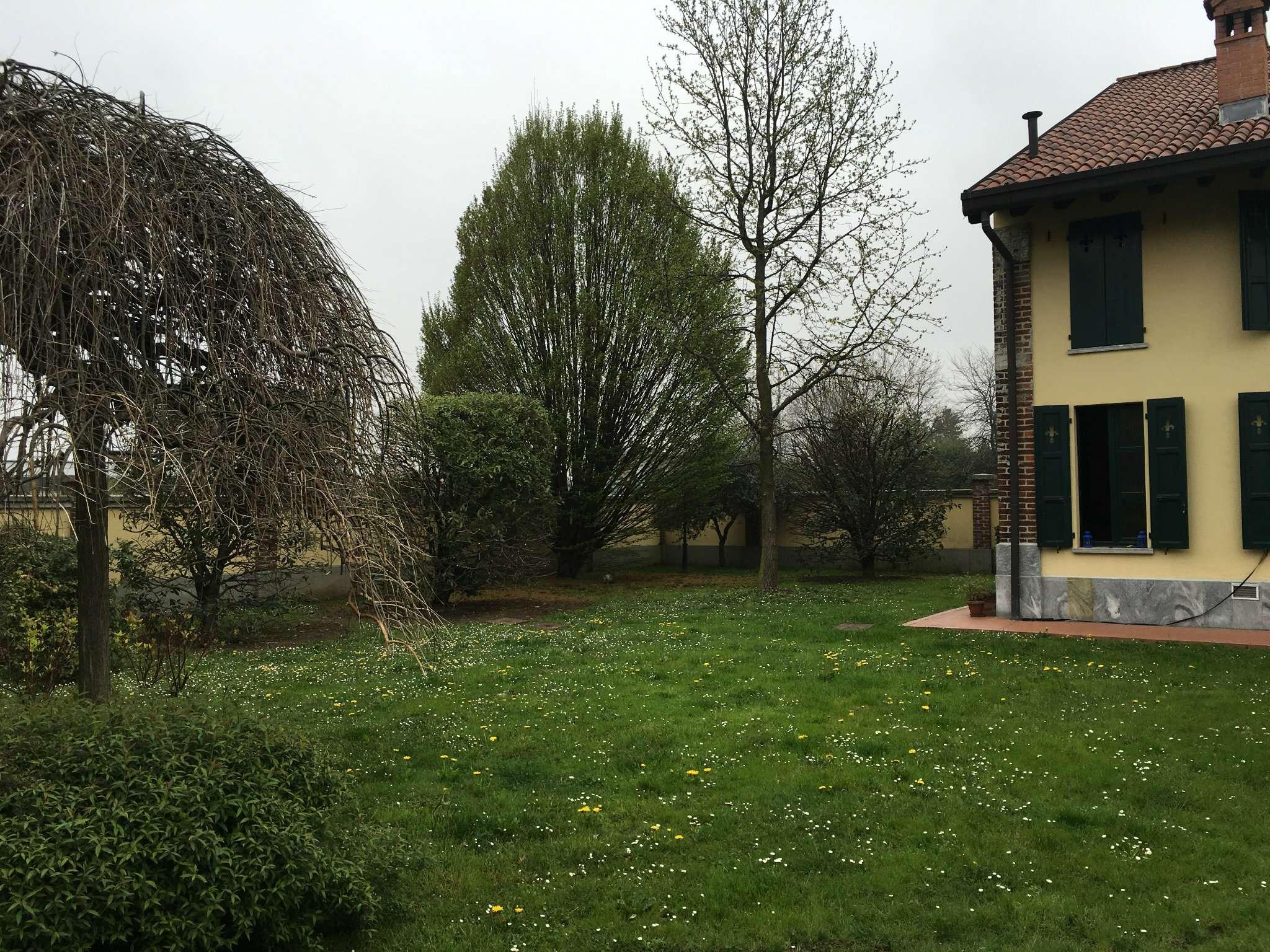 Villa in affitto a Seregno, 9 locali, prezzo € 1.100 | Cambio Casa.it