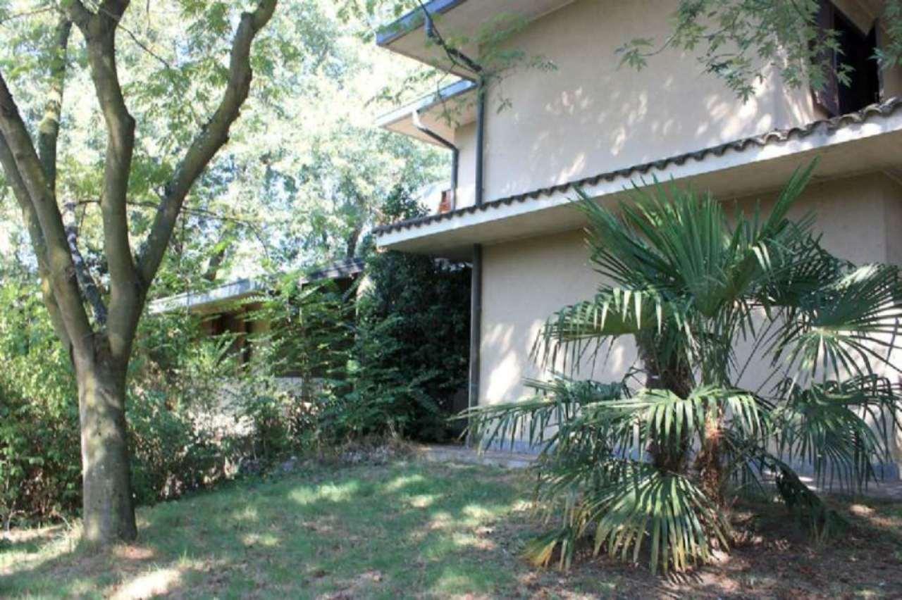 Villa in vendita a Siziano, 9 locali, prezzo € 620.000 | Cambio Casa.it