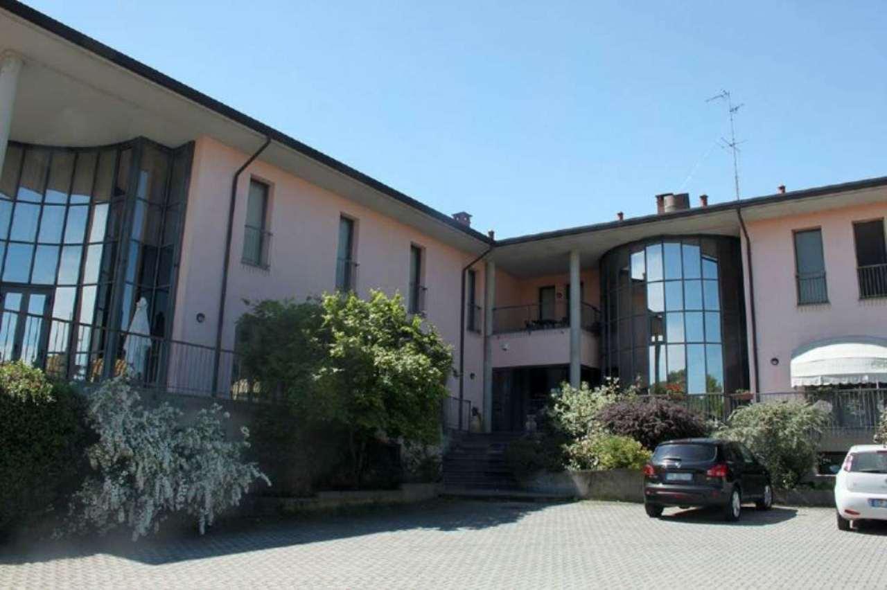 Immobile Commerciale in vendita a Pietra de' Giorgi, 20 locali, prezzo € 1.200.000 | Cambio Casa.it