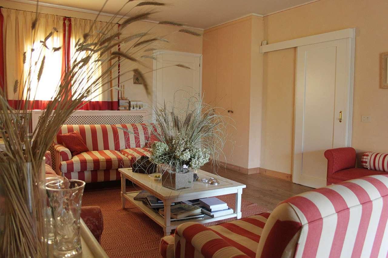 Villa in vendita a Bogogno, 6 locali, prezzo € 450.000 | CambioCasa.it