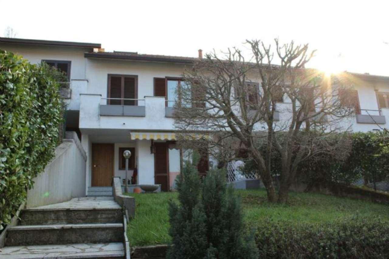 Palazzo / Stabile in Vendita a Gazzada Schianno