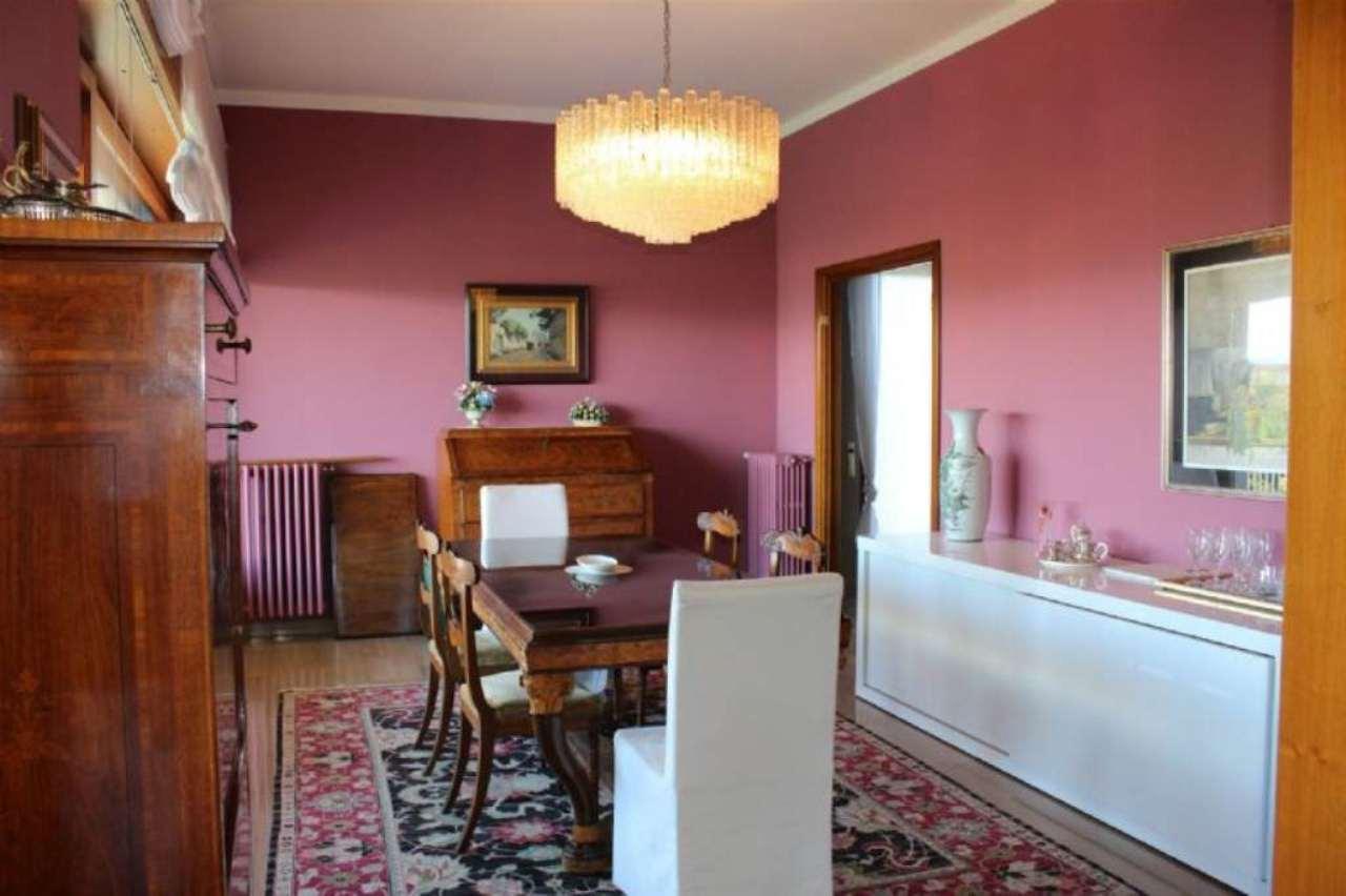 Villa in Vendita a Gazzada Schianno
