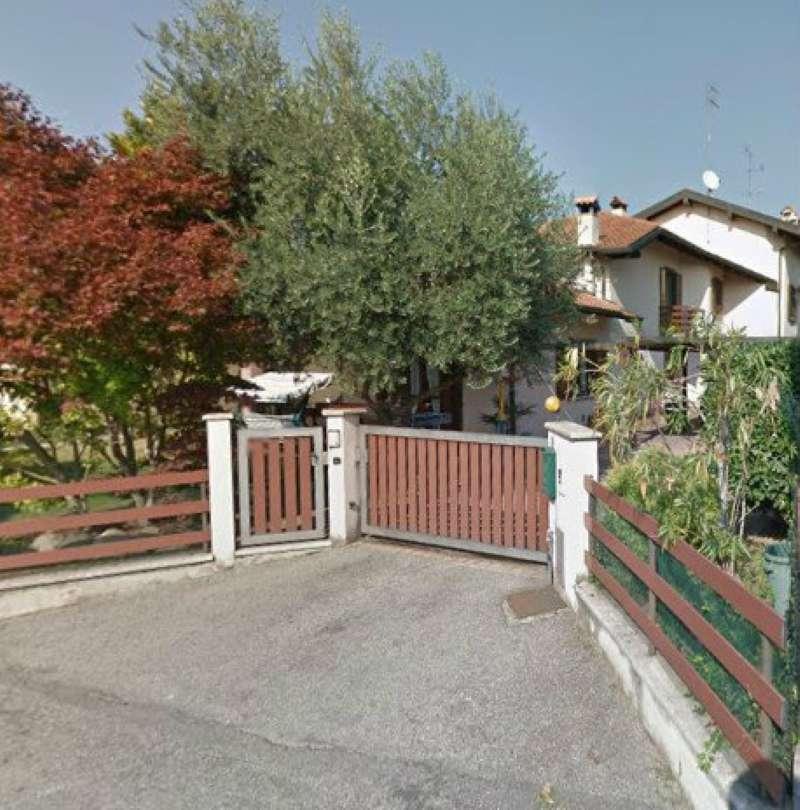 Villa in vendita a Taino, 9 locali, prezzo € 228.375 | Cambio Casa.it