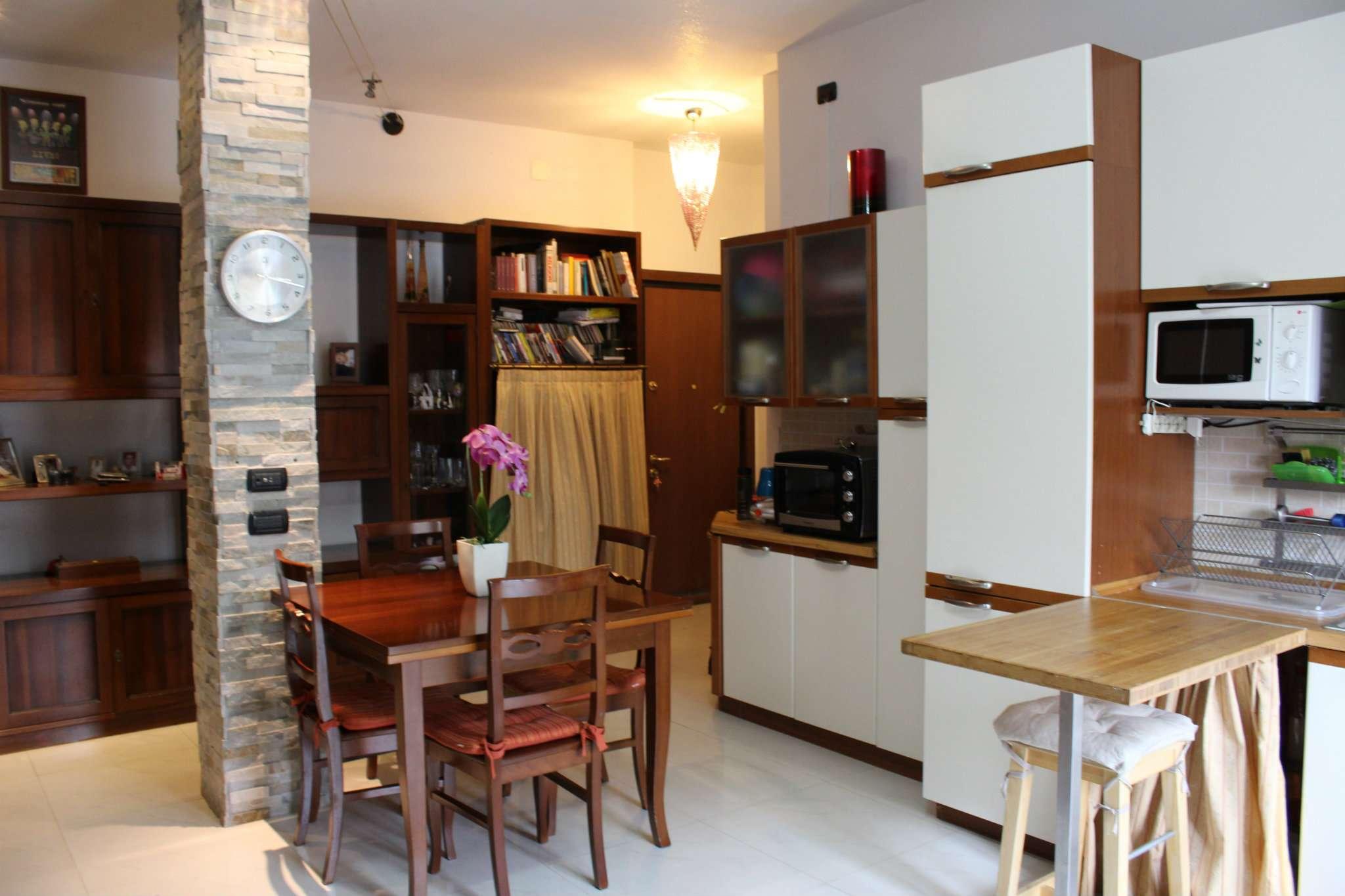 Appartamento in vendita a Castronno, 3 locali, prezzo € 89.000 | Cambio Casa.it