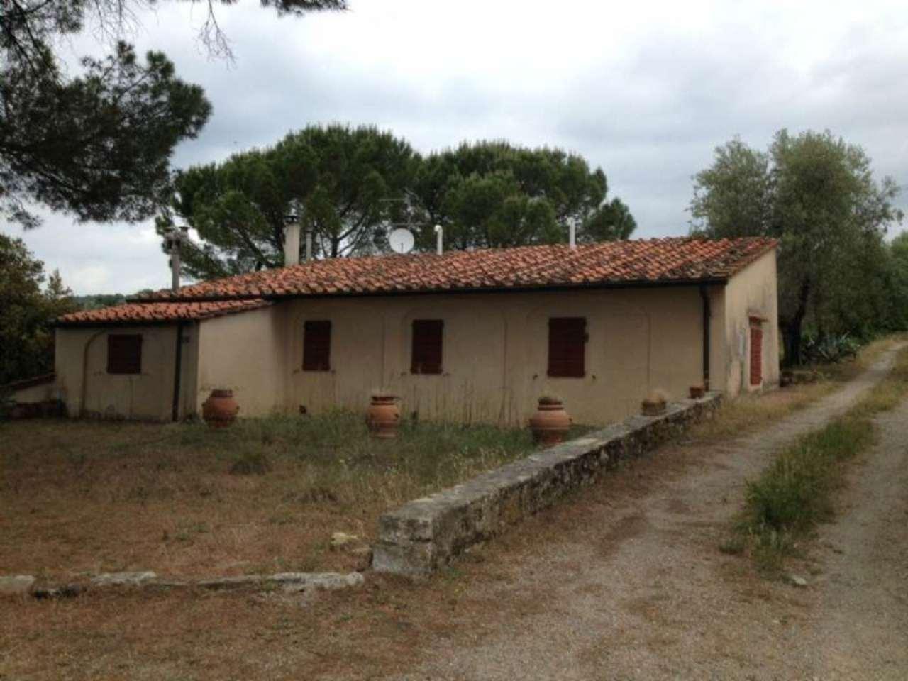 Casa Colonica in vendita 4 vani 90 mq.  Via di Montalbano Firenze