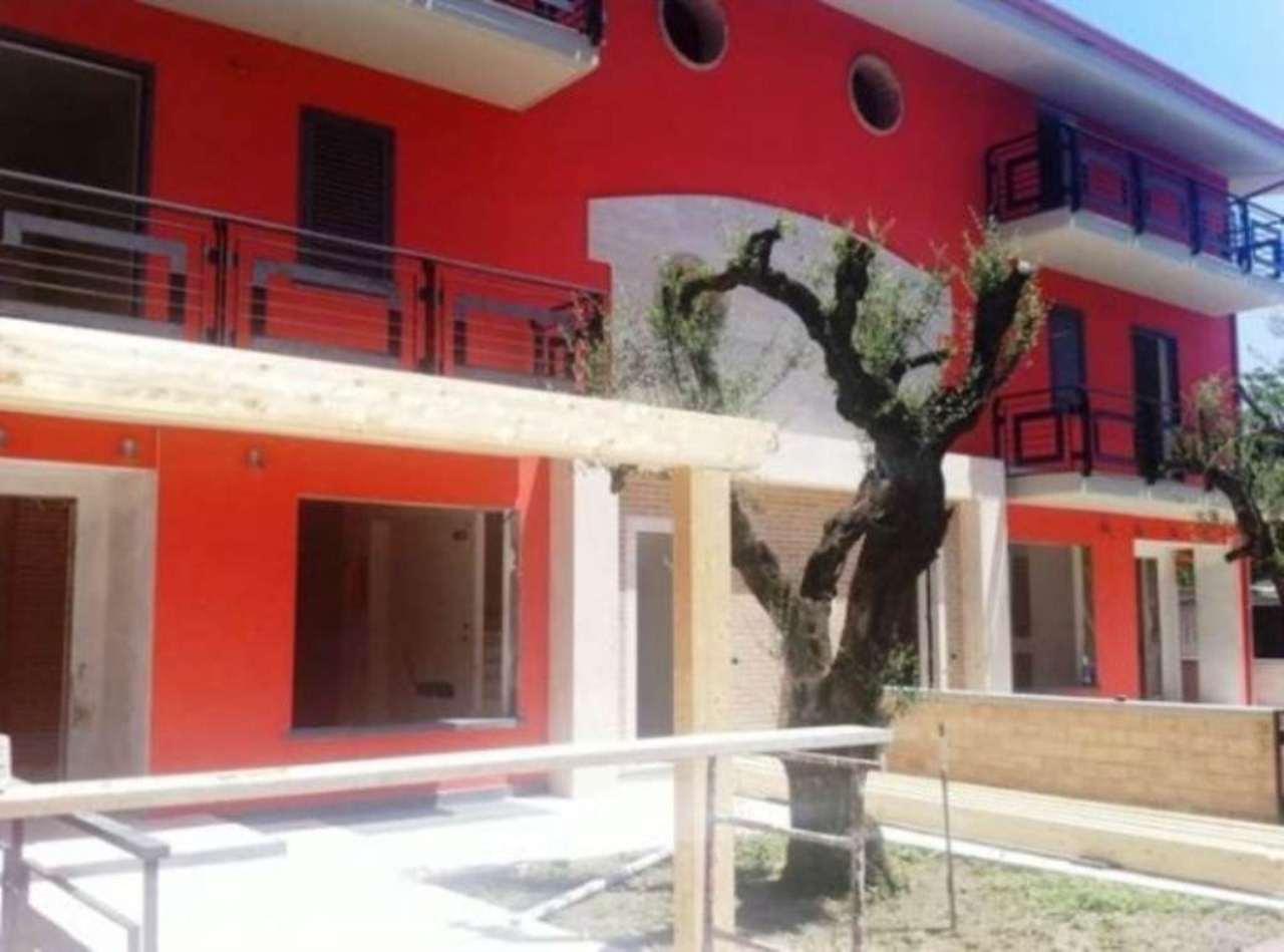 Villa a Schiera in vendita a Castello di Cisterna, 5 locali, prezzo € 420.000 | Cambio Casa.it