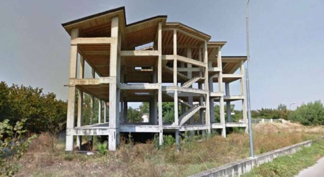 Immobile Commerciale in vendita a Saviano, 20 locali, Trattative riservate | Cambio Casa.it