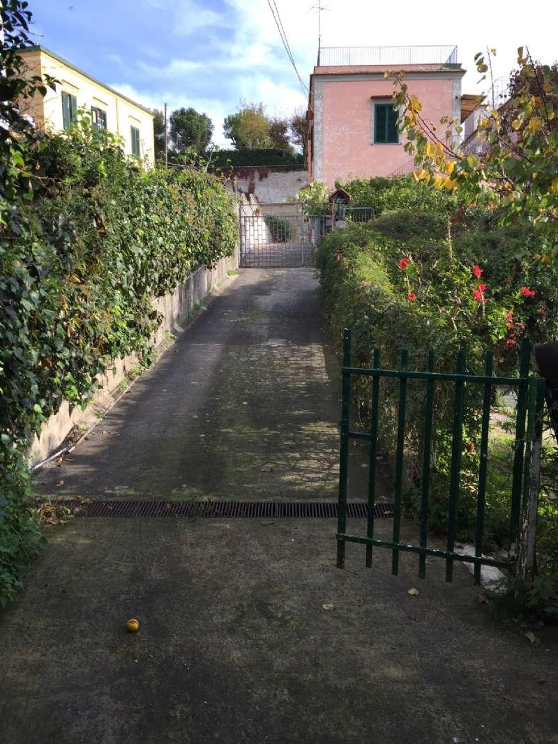 Villa Bifamiliare in Vendita a Napoli