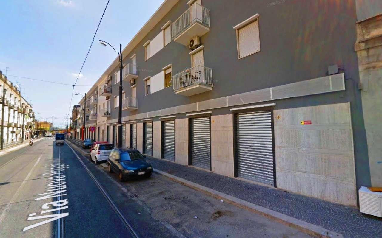 Negozio / Locale in affitto a Napoli, 1 locali, zona Zona: 4 . San Lorenzo, Vicaria, Poggioreale, Zona Industriale, Centro Direzionale, Trattative riservate | Cambio Casa.it