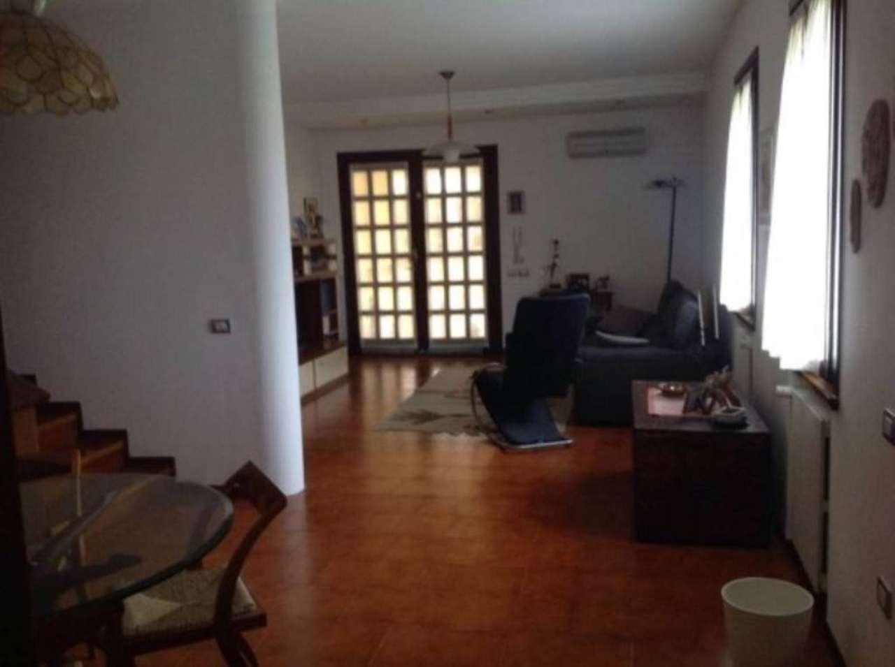 Villa in vendita a Stra, 6 locali, prezzo € 275.000 | Cambio Casa.it