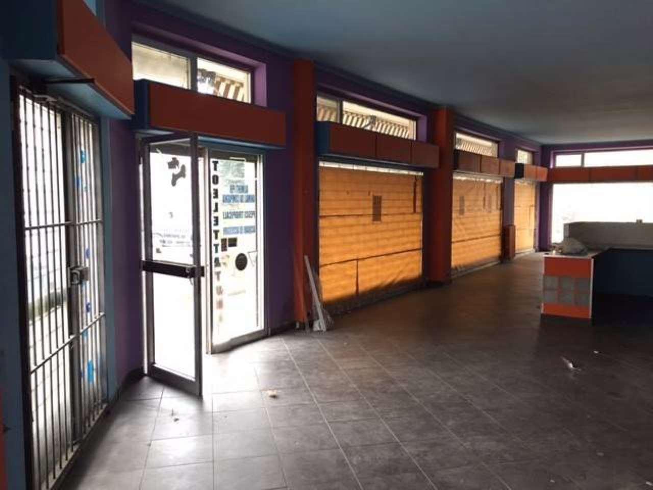 negozio in Vendita Alessandria via Mario Maggioli