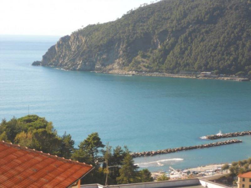 Appartamento in vendita a Moneglia, 5 locali, prezzo € 300.000   Cambio Casa.it