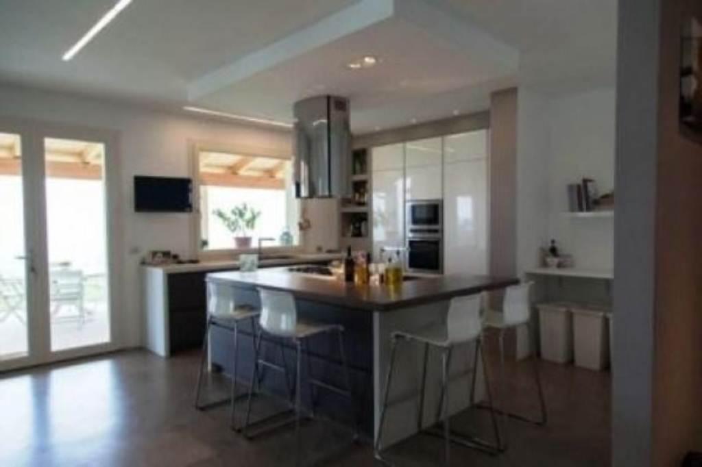 Villa in vendita a Meldola, 8 locali, Trattative riservate | Cambio Casa.it