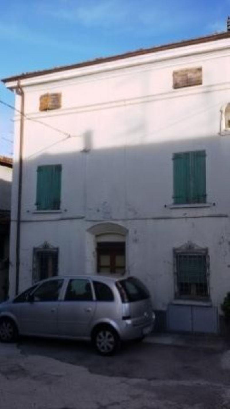 Palazzo / Stabile in vendita a Cesena, 6 locali, prezzo € 170.000 | Cambio Casa.it