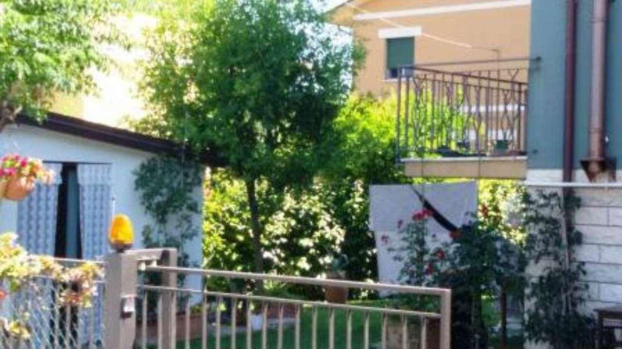Soluzione Indipendente in vendita a Cesena, 7 locali, prezzo € 670.000 | Cambio Casa.it