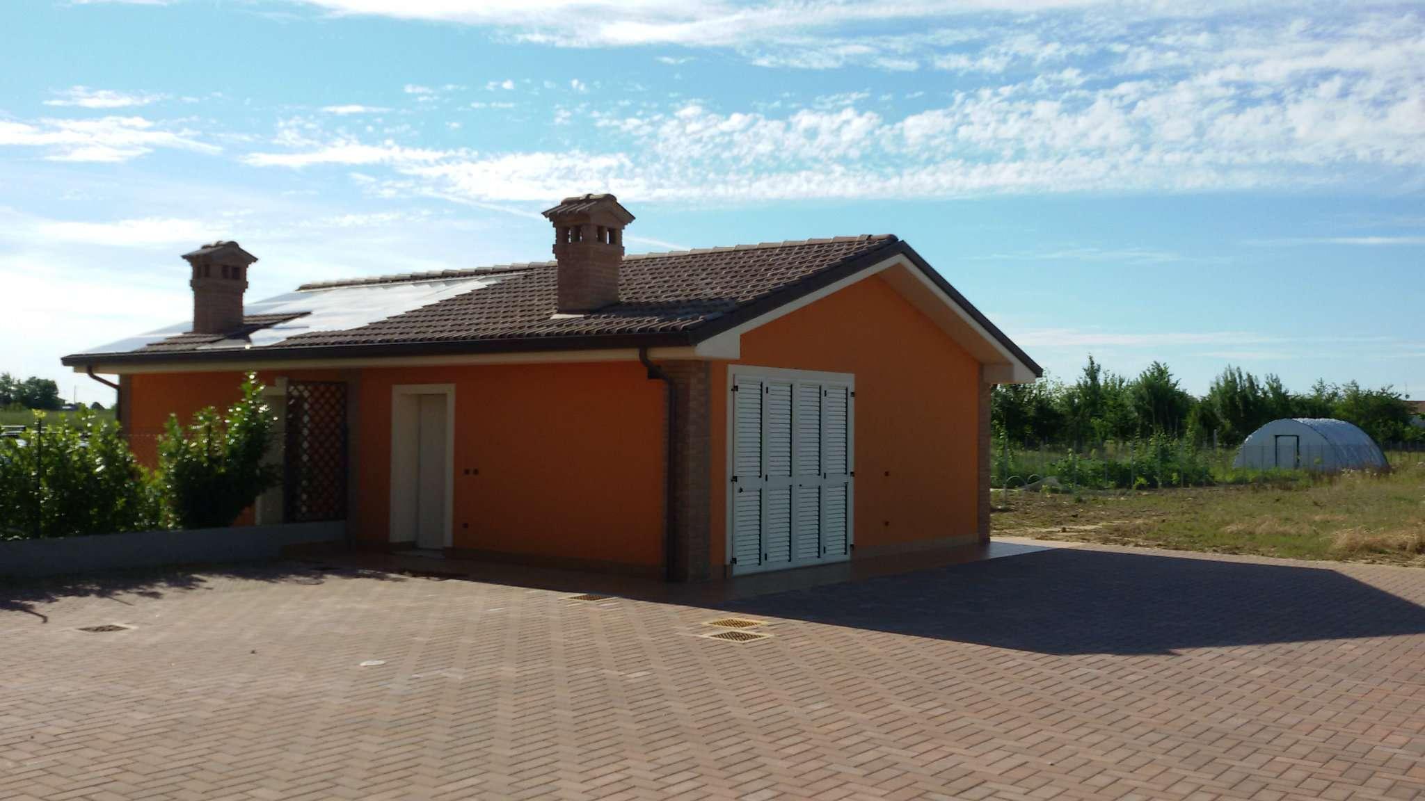 Villa Bifamiliare in vendita a Cesena, 7 locali, prezzo € 480.000 | Cambio Casa.it