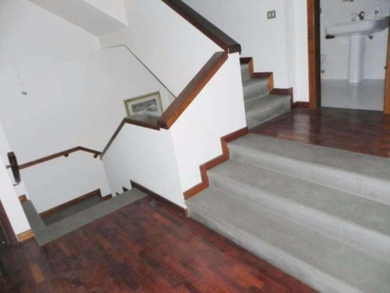 Villa in vendita a Prato, 6 locali, prezzo € 650.000 | Cambio Casa.it