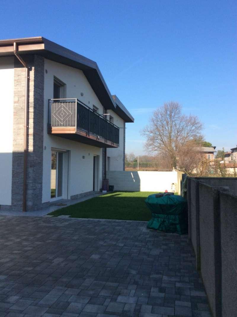 Villa Tri-Quadrifamiliare in Vendita a Fagnano Olona