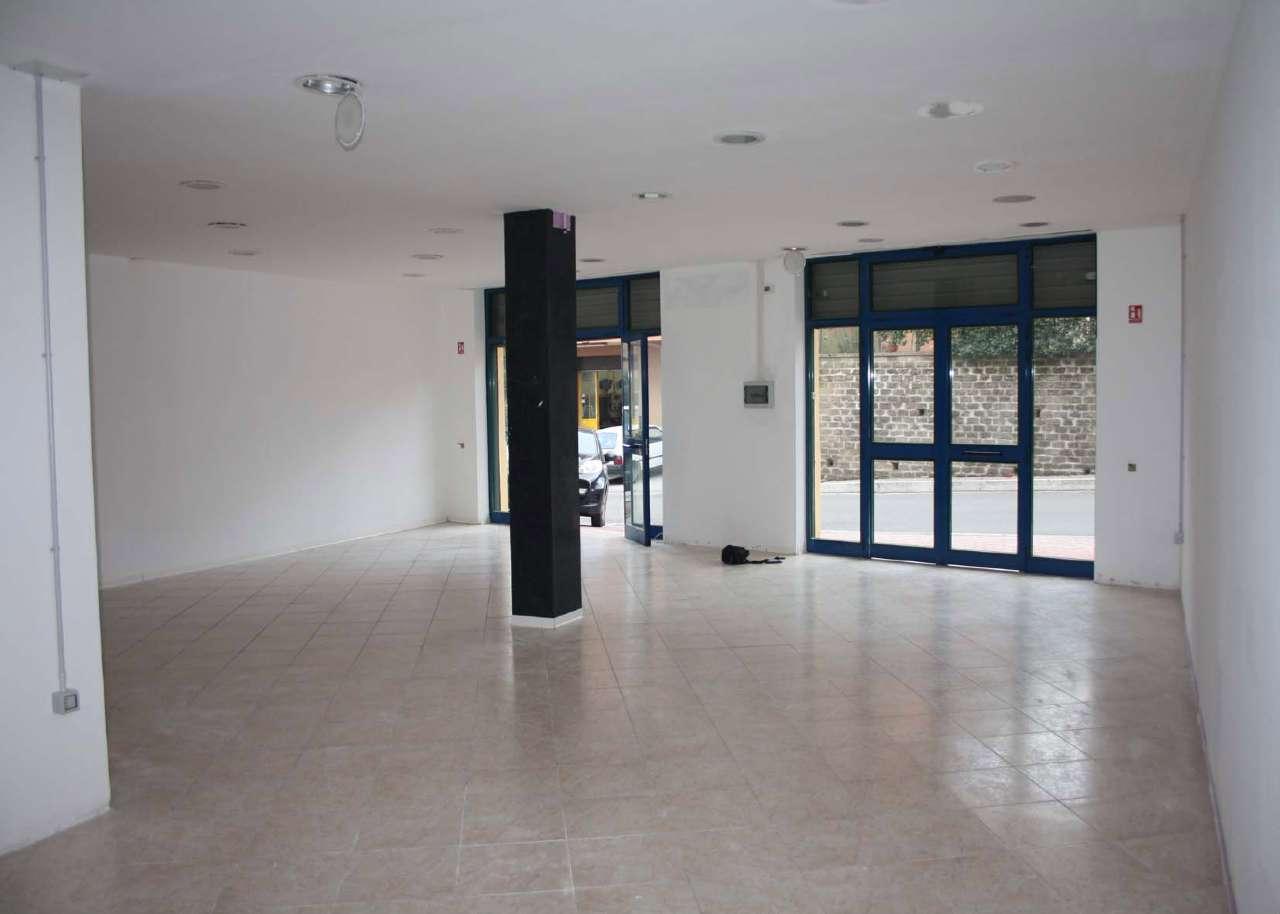 Negozio / Locale in affitto a Lariano, 9999 locali, prezzo € 550 | Cambio Casa.it