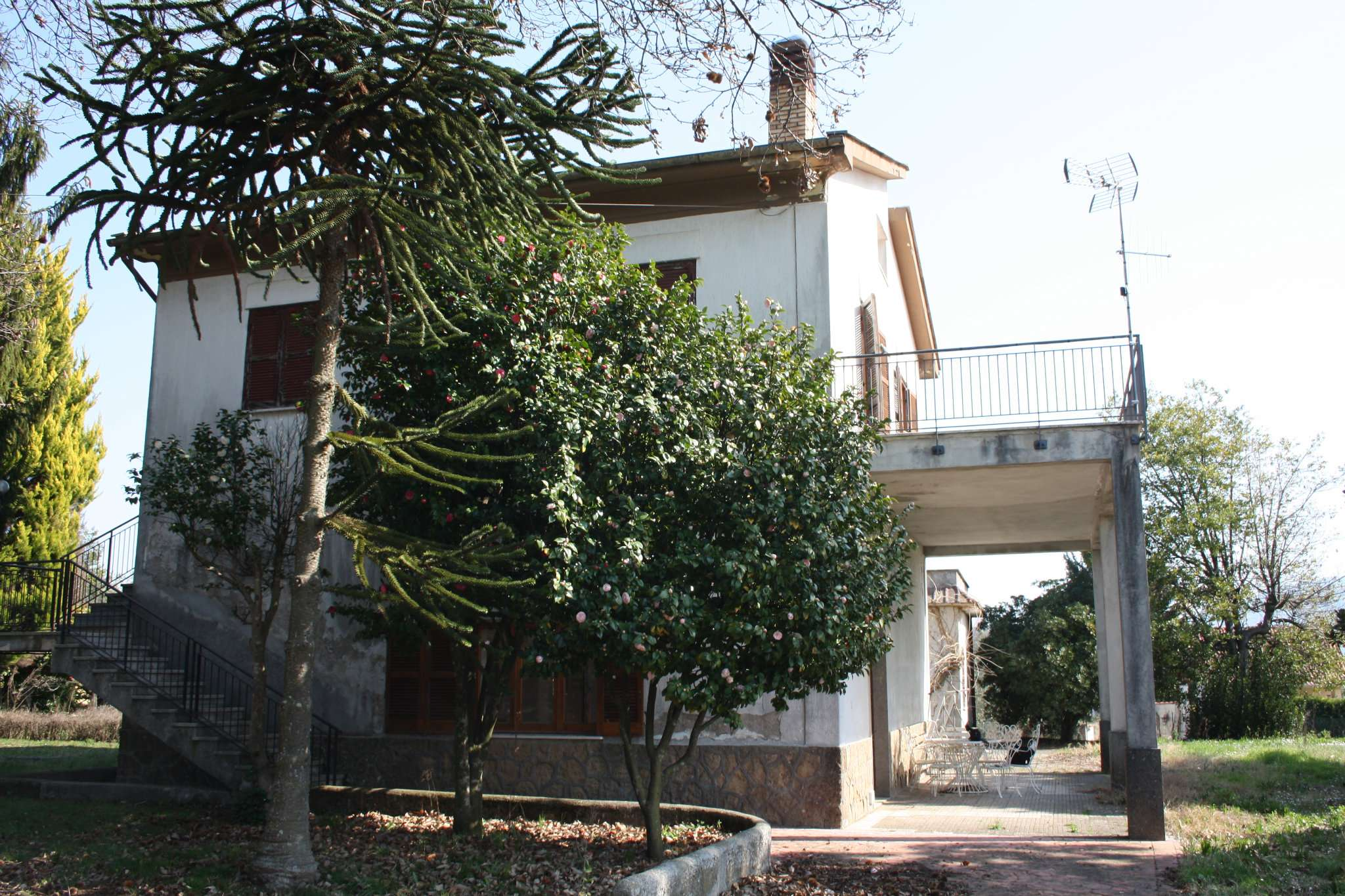 Soluzione Indipendente in vendita a Lariano, 10 locali, prezzo € 155.000 | CambioCasa.it